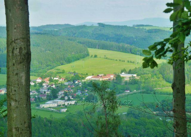 Potštejn - pohled z Kapradě na Brnou