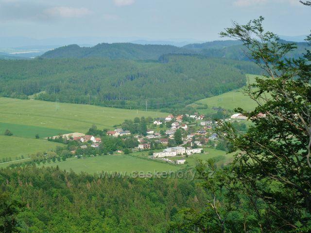 Potštejn - pohled z vyhlídkového místa na Kapradi na Brnou