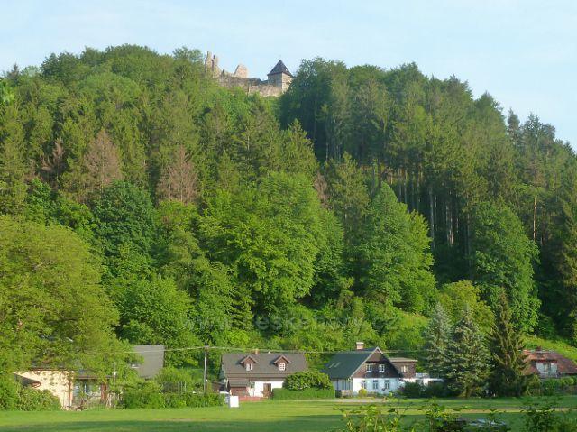 Potštejn - pohled z Běliska k hradu
