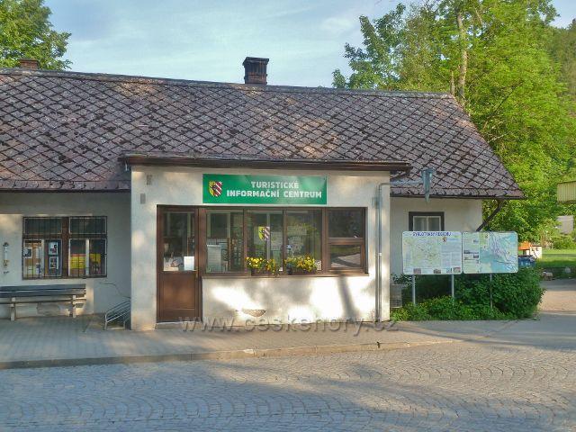 Potštejn - Turistické informační centrum se nachází před silničním mostem přes Divokou Orlici