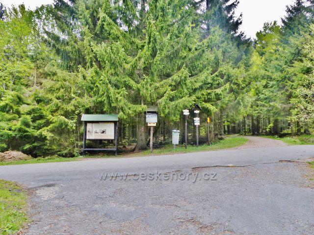 "Panské Pole - rozcestí ""Hanička (pevnost.odb.) 845 m.n.m."""