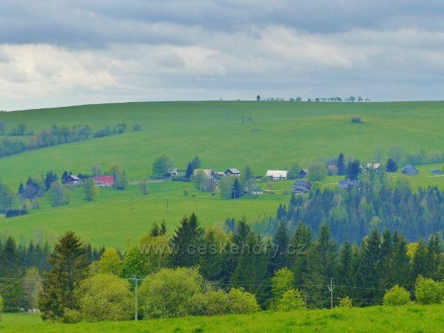 Říčky v O.h. - pohled od chaty Alma na úbočí protějšího vrchu Pustý(798 m.n.m.)