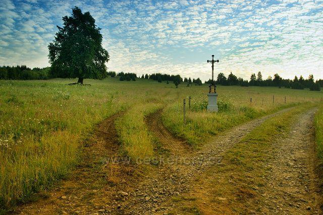 Nový křížek na úpatí Hadího vrchu