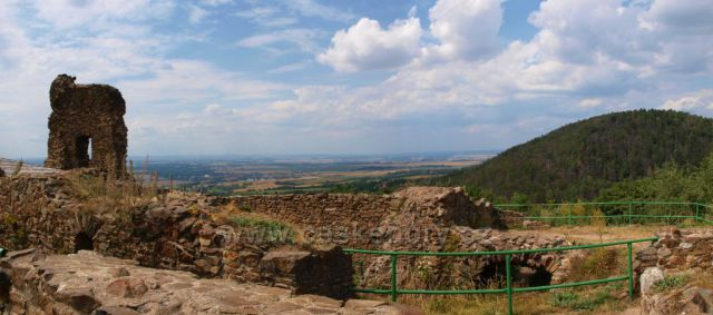 Pohled do krajiny pod hradem Lichnice