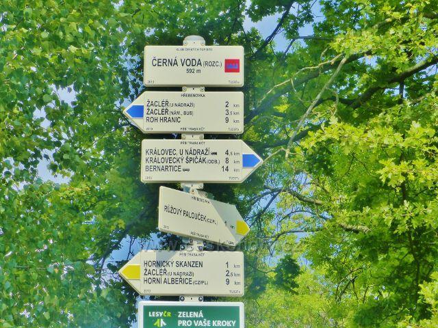 """Turistický rozcestník """"Černá Voda(rozc.) 592 m.n.m."""""""