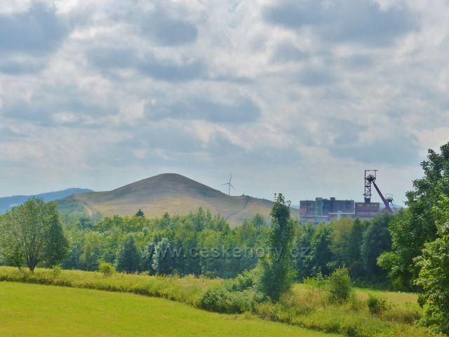Pohled ze silničky k Černé Vodě na bývalý důl Jan Šverma(nyní Hornický skanzen)