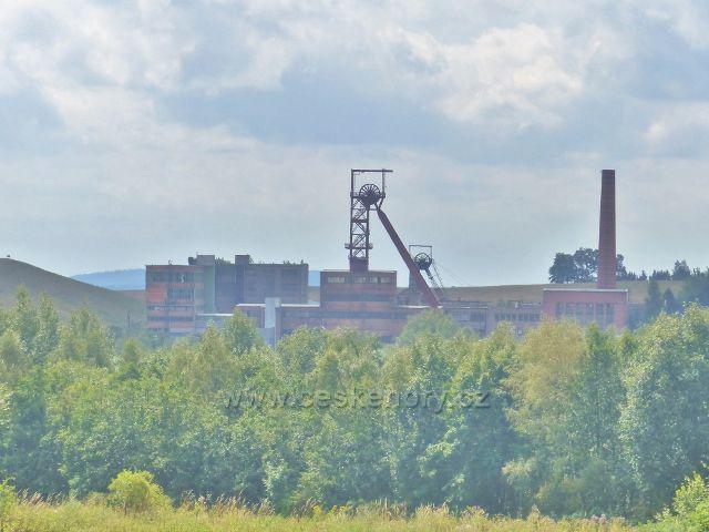 Pohled ze silničky do Černé Vody na Hornický skanzen Žacléř(bývalý důl Jan Šverma)