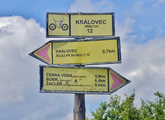 Rozcestník Královec - hřbitov