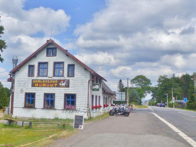 Restaurace Královecký kohout se nachází cca 2 km od bývalého hraničního přechodu do polské Lubawky