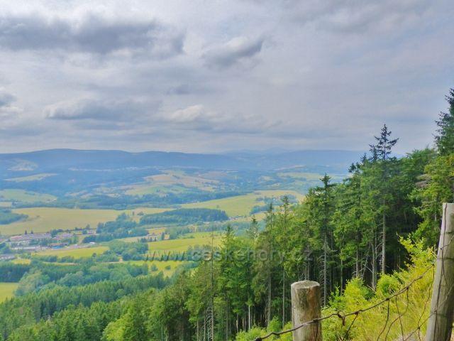 Pohled z úbočí Špičáku k bývalému dolu Jan Šverma