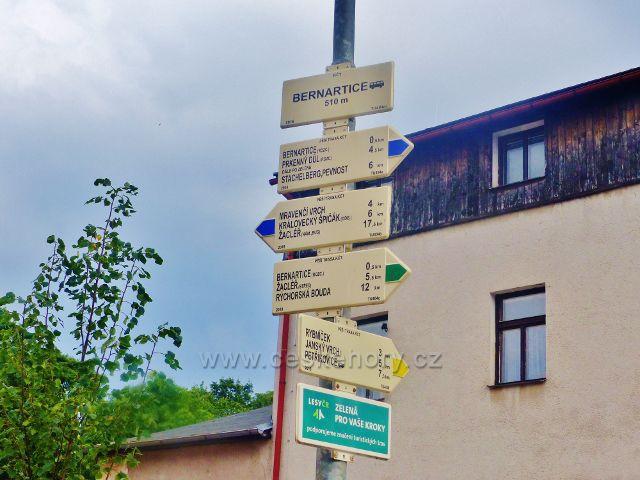 "Turistický rozcestník ""Bernartice(bus.), 510 m.n.m."""
