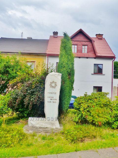 Bernartice - pomník obětem nacismu