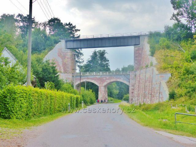 Bernartice - železniční most na trati z Trutnova do Královce z roku 1869 přes údolí říčky Ličná
