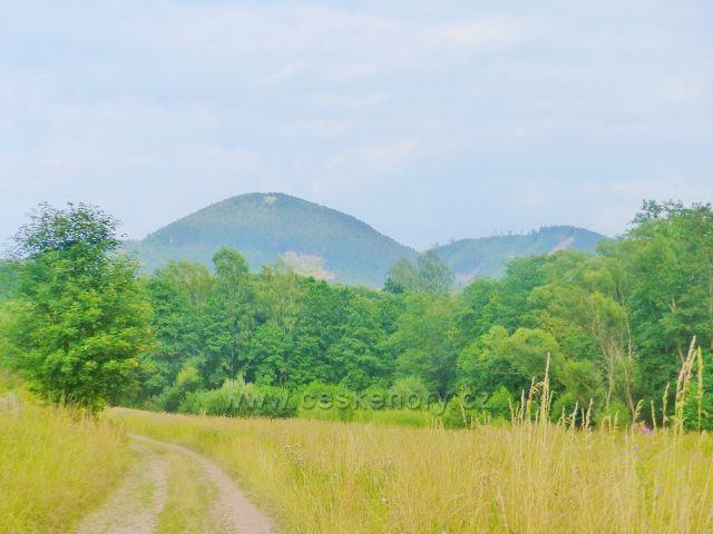 Pohled z Lampeřické cesty na Královecký Špičák