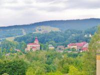 Žacléř - pohled od Urnového Háje na kostel Nejsvětější Trojice