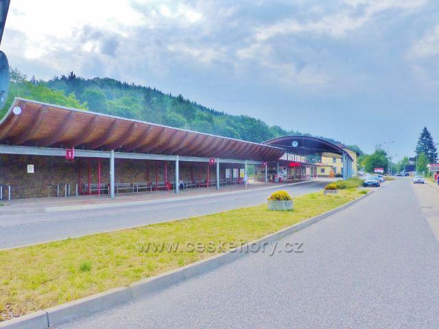Svoboda nad Úpou - autobusové nádraží je výchozím bodem mnoha turistických tras