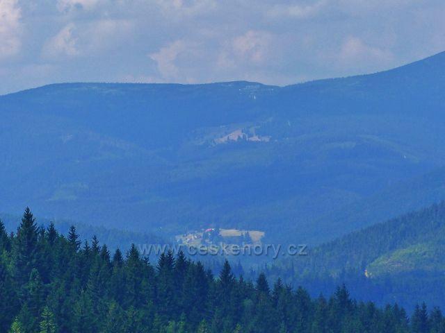 Rýchory - pohled do údolí z vyhlídky nad Rýchorským křížem