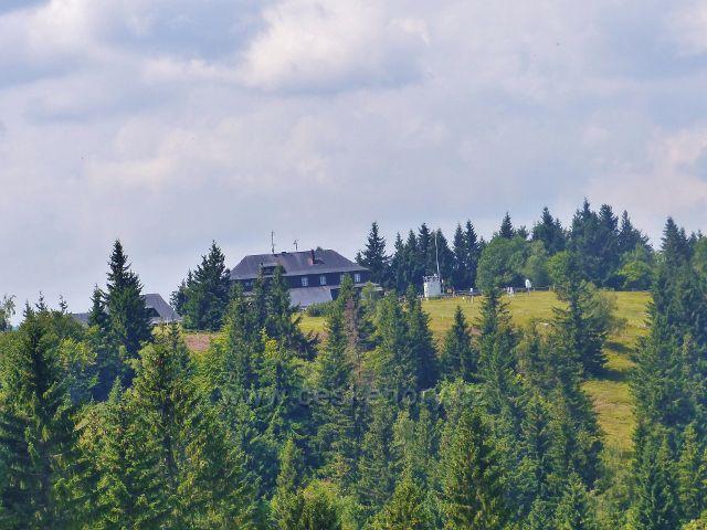 Rýchry - zpětný pohled k Rýchorské boudě z vyhlídkového místa nad Rchorským křížem