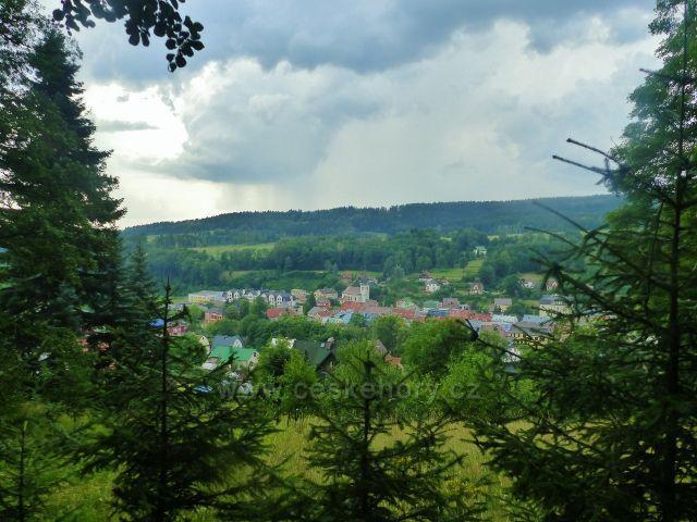 Svoboda nad Úpou - pohled na část města s kostelem sv.Jana Nepomuckého