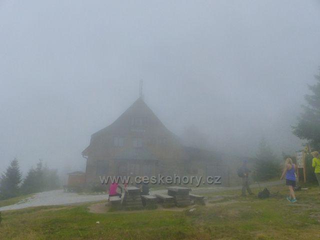Horní Malá Úpa - zamlžený areál chaty Jelenky