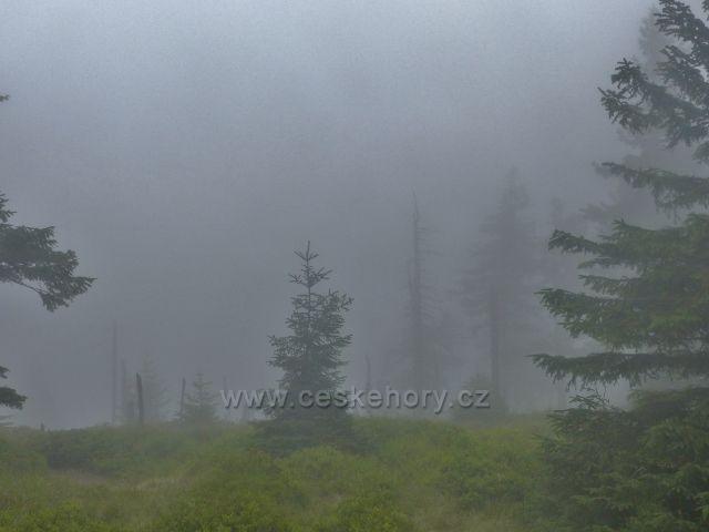 Horní Malá Úpa - mlha brání výhledům do Polska z Cesty česko-polského přátelství