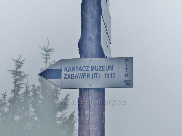 Horní Malá Úpa - ze Sovího sedla vede černá TZ do známého polského  střediska Karpacz