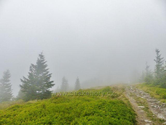 Horní Malá Úpa - mlha na hřebenové stezce k vrcholu Tabule