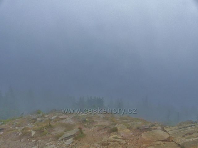 Horní Malá Úpy - výhled z vrcholu Tabule znemožnila mlha