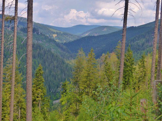 Horní Maršov - pohled z Emminy cesty do údolí říčky Malé Úpy