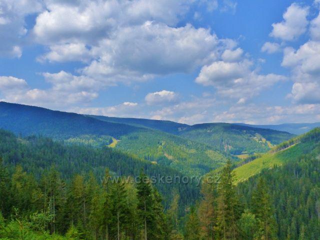 Horní Maršov - pohled na vrchy nad údolím Malé Úpy z Emminy cesty