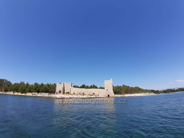 Benátská pevnost KAŠTELINA na ostrově Vir
