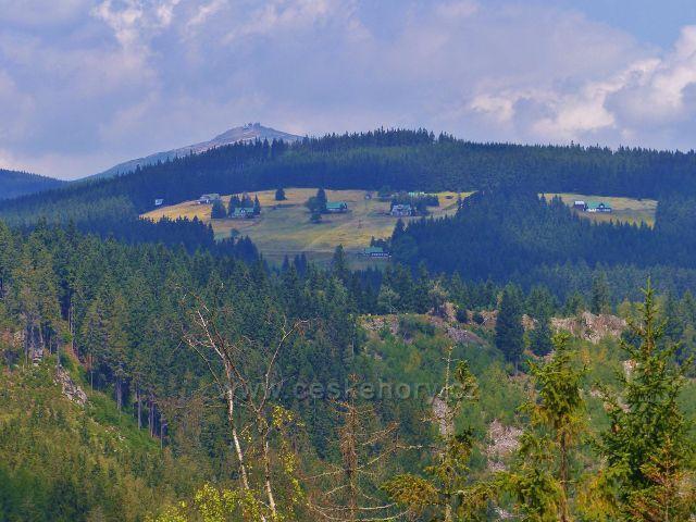 Horní Maršov - pohled ke Sněžce, vpředu je Pěnkavčí vrch