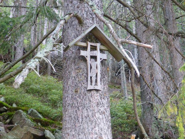 Horní Maršov - dřevěný křížek na vyhlídkovém místě na Emmině cestě