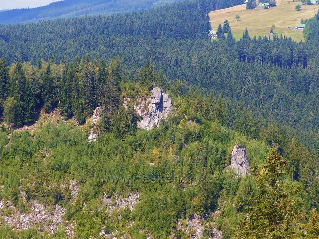 Horní Mašov - skaliska na úbočí Červeného vrchu