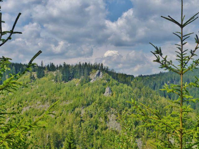 Horní Maršov - skály na úbočí Červeného vrchu