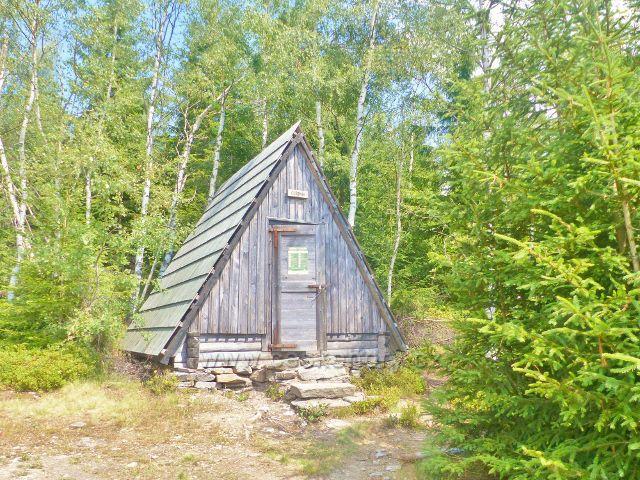 Horní Maršov - v turistickém přístřešku Cestník lze přenocovat