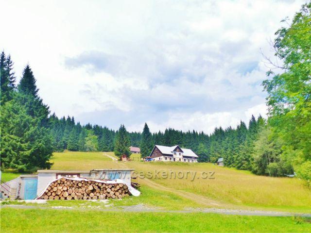 Horní Maršov - pohled od Lysečinské boudy k chatě Poutník