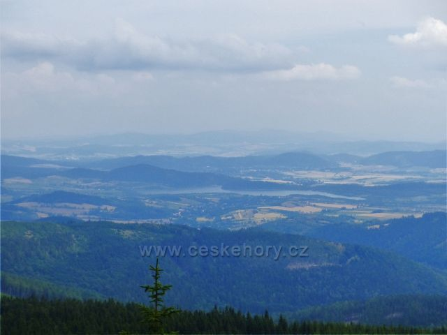Malá Úpa - pohled z vrcholu Lysečinské hory do polského podhůří a k Bukowskému jezeru