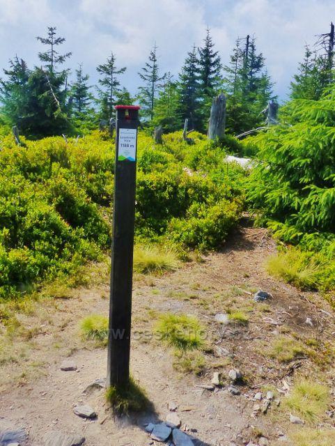 """Malá Úpa - označení """"Maloúpských tisícovek"""" na vrcholu Lysečinské hory 1188 m.n.m."""