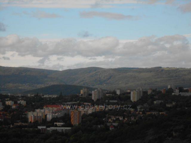 panoráma Krušných hor ze Střekovské vyhlídky