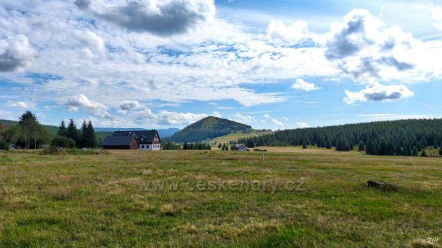 Jizerka, na obzoru vrch Bukovec