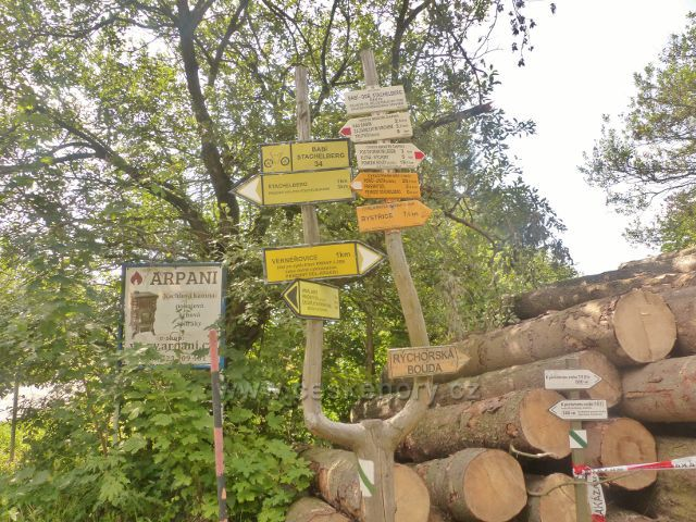 "Žacléř - turistický rozcestník ""Babí-odb.Stachelberg, 644 m.n.m."""