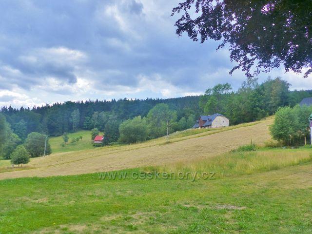 Žacléř - Rýchory, pastviny pod Černou roklí nad horskou chatou Ozon