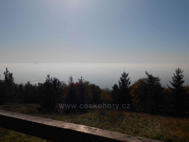 smogový závoj nad Teplicema z Komárky