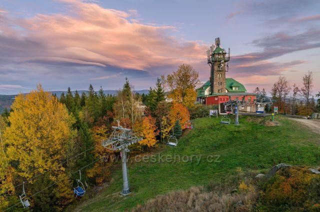 Tanvaldský Špičák v podzimních barvách.