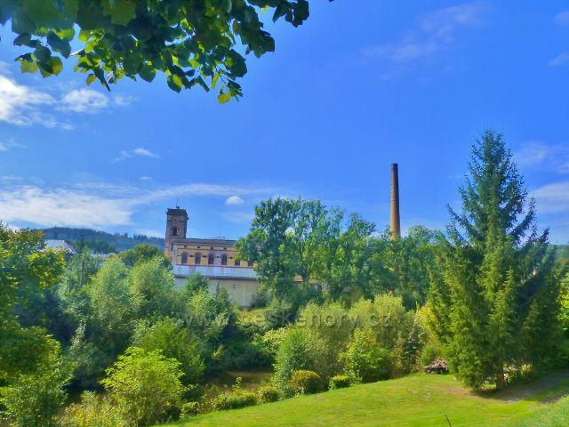 Semily - pohled k objektům textilní továrny Kolora