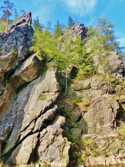 Semily - Riegrova stezka, skalní útvar Vodní brána