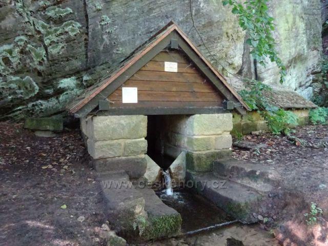 pramen Prdlavka u rybníku Věžák
