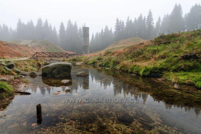 Mlhavá nálada na Protržené přehradě.