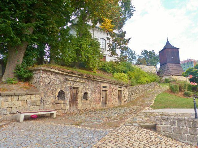 Železný Brod - sklepení na Malém náměstí před kostelem sv. Jakuba Většího